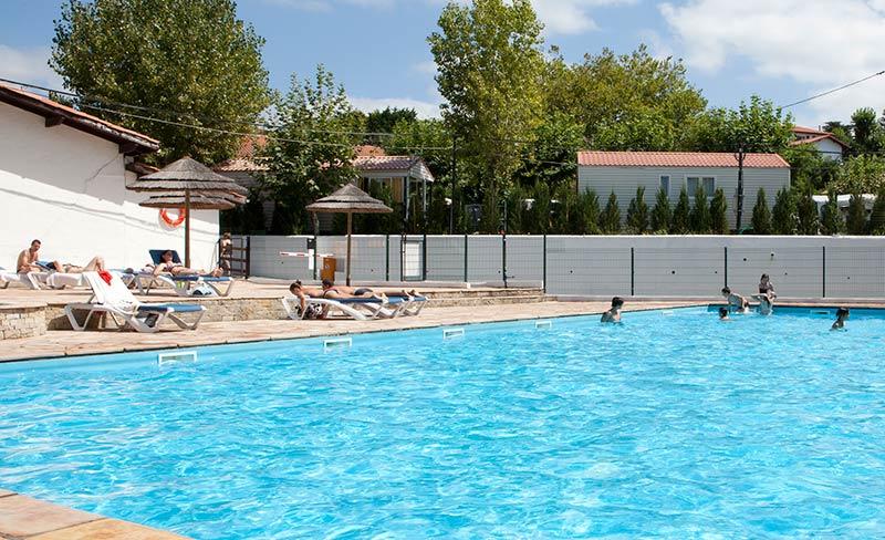 Camping à Saint-Jean-de-Luz : comment le faire à peu de frais ?
